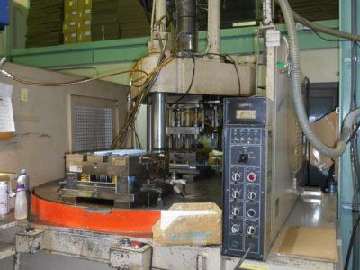 縦型射出成形機(日本製鋼所 JT150RIIK)