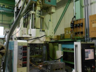 縦型射出成形機(ニイガタマシンテクノ MDVR75)