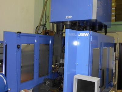 縦型射出成形機(日本製鋼所 JT100RAD)